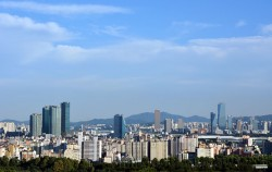 서울시는 코로나19로 인한 비상경제상황을 타개하기 위해 '서울시 비상경제TF'를 출범하고 '제2차 민생경제대책'을 시행한다