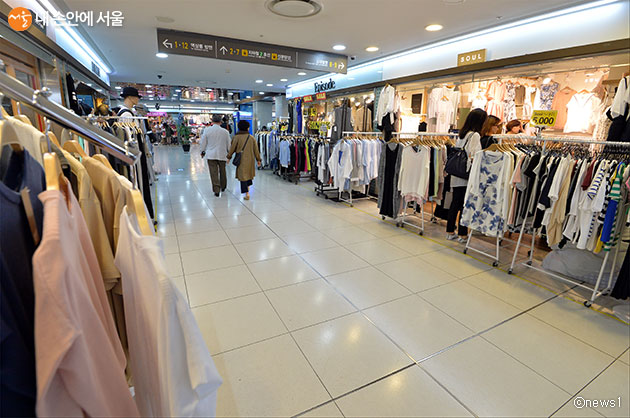 서울교통공사는 서울 지하철 상가 임대료를 6개월간 50% 인하한다