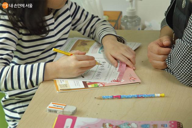 각 학교의 가정학습 내용이 달라 어린이들의 활동 내용도 다르다