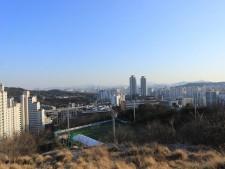 오동공원 서울시 우수 조망 지역인 산정에서 바라보는 풍광이 아름답다
