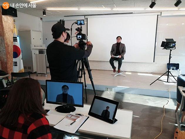 서울자유시민대학 유튜브 영상 촬영 모습