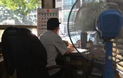 서울시가 근무환경이 열악한 아파트 경비실에 무상으로 태양광 미니발전소 설치에 나선다.