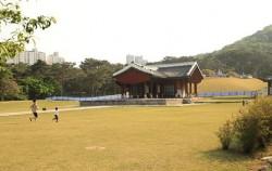 비운의 왕 경종 임금과 선의왕후를 모신 서울 의릉 경내
