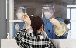 서울시는 용산구 한남동에 '워크스루 선별진료소'를 추가 설치, 신속한 검사를 지원한다