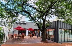 '벚꽃길 북카페'가 새롭게 문을 열어 주민들이 책 읽고, 소통할 수 있는 공간이 되고 있다