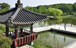 불 서울 꿈의 숲에 있는 호수 '월영지'와 '애월정' 정자