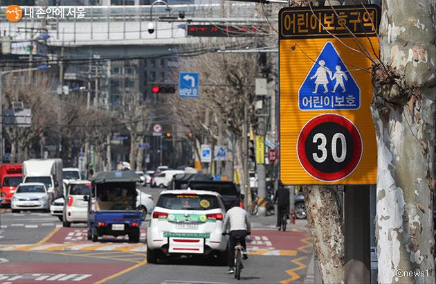 서울시는 어린이들이 스쿨존에서 다치거나 사망하는 일이 발생하지 않도록 고강도 안전대책을 추진한다.
