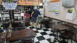 허가네 식당은 테이블 4개의 아득한 공간이다
