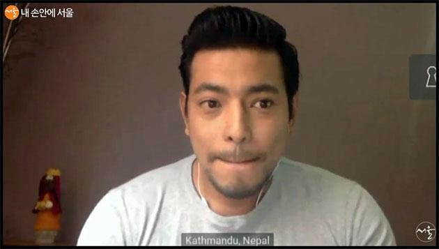 수잔 씨의 친구가 네팔의 국가 봉쇄령이 아직까지 이어지고 있다고 전하고 있다.