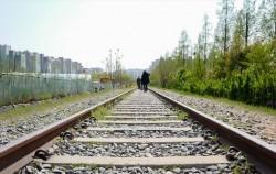 구로구 항동철길에 가면 옛 정취를 만끽하며 산책을 할 수 있다