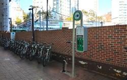 옥수역 3번 출구, 설치가 완료된 공공자전거 수리대