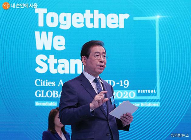 박원순 서울시장이 'CAC 글로벌 서밋 2020'에 참가해 발표를 하고 있다