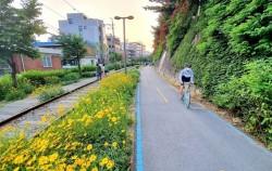 서울관광재단이 추천한 자전거 길 4곳 중 하나인 경춘선숲길 자전거 도로