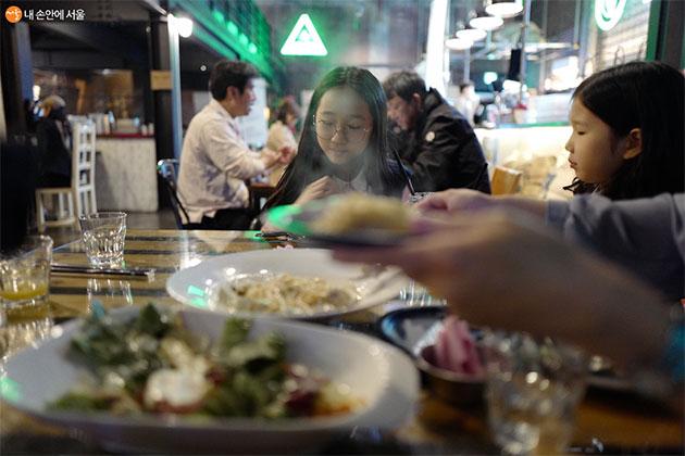 서울시 긴급생활지원금으로 아이들과 석 달 만에 외식했다