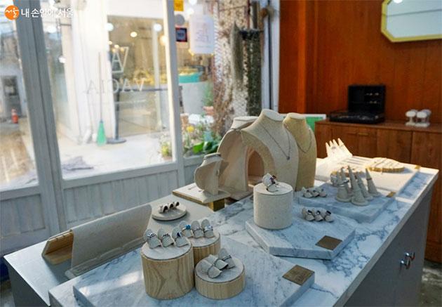 바시아 공방의 반지와 팔찌, 목걸이