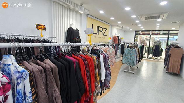백화점 입점 브랜드 및 쇼핑몰에서 출시된 다양한 제품이 준비되었다.