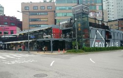 신촌 기차역앞 청년 창업가와 노점 상인 지원을 위한 공공임대상가 '박스퀘어'
