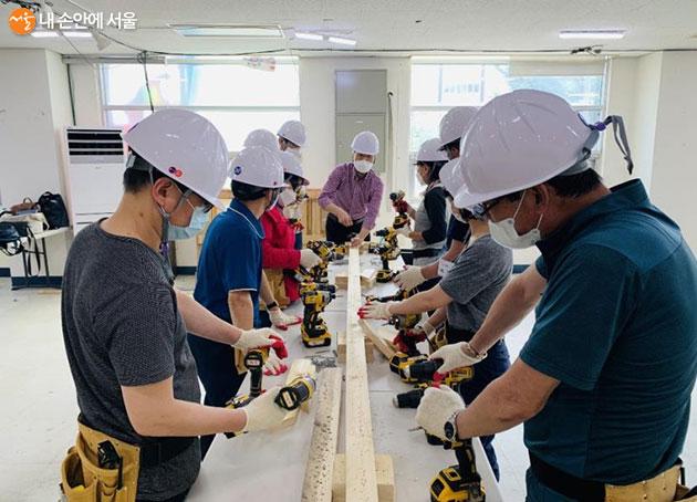서울시는 '집수리 아카데미 현장실습 교육' 인원을 240명에서 480명으로 확대했다
