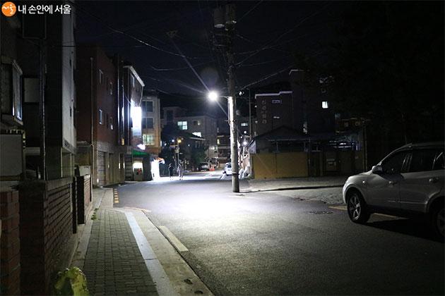 밤 늦은 시각 나홀로 귀가하는 여성을 노리는 범죄가 끊이지 않고 있다
