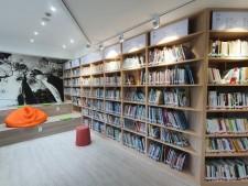 리모델링을 거쳐 8월 초 새롭게 문을 연 마음서랍 마을 도서관