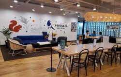 각층 중앙에 위치한 공유 Lounge에서는 자유롭게 음료를 마시면서 쉬거나 미팅을 갖는다.