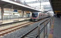 송도역의 수인선 열차