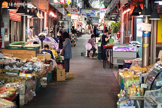 서울시는 전통시장 이용 고객 대상 30% 저렴한 가격으로 산지 직송 농산물을 공급한다