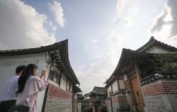 10월 22일~11월 1일 이웃, 역사, 지구를 주제로 한 마을축제 '2020 북촌 정원산책'이 열린다.