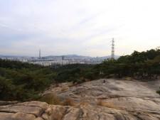 아차산 일품 조망 장소인 암릉지대와 주변 풍광