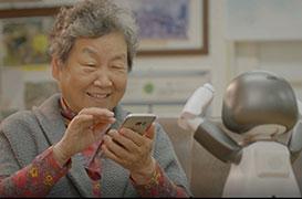 어르신에 맞춤형 스마트폰 보급…디지털 격차 줄인다