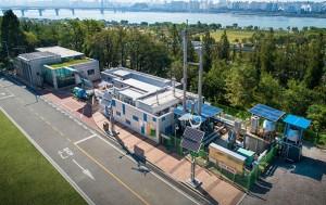 서울시는 국내 최초로 친환경 수소에너지 자체 생산과 공급이 한 번에 이뤄지는 '상암수소스테이션'을 운영한다