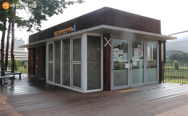 구로구 반려동물교육센터 내 서울고양이입양까페 모습