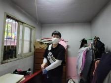 희망의 집수리가 완료되어 깨끗하게 달라진 집