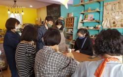 플라스틱 재활용 문화를 확산시키기 위한 작은 상점들의 움직임