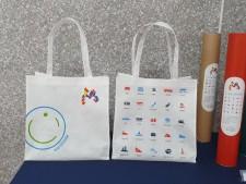 홍대축제거리의 2020아이서울유 팝업스토어에서 다양한 서울 브랜드 상품을 만나볼 수 있다.