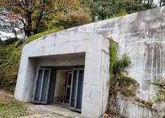 서울건축문화투어의 첫 번째 방문지 '경희궁 방공호' 입구
