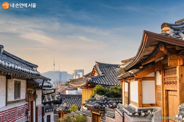 서울시는 올해로 한옥보전과 진흥 20년을 맞아 '서울한옥, 미래자산전Ⅱ'를 온·오프라인으로 개최한다.