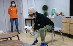 노원 반려동물문화센터에서 반려견 행동 교정 프로그램이 진행 중이다