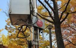 서울시는 통신비 부담을 경감시키기 위해 속도가 빠른 서울시 공공 와이파이를 보급할 계획이다
