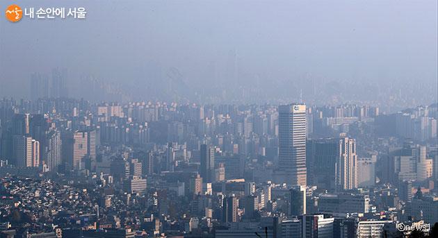 초미세먼지로 뿌옇게 보이는 서울 도심