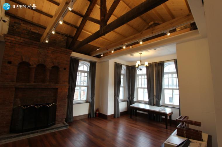 2층 딜쿠샤의 복원실에서는 딜쿠샤의 탄생과정과 건축적 특성을 확인할 수 있다.