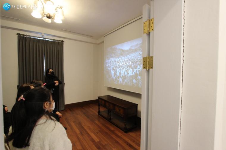 2층 영상실에서는 조금은 낯선 딜쿠샤를 감동있게 전하고 있다.