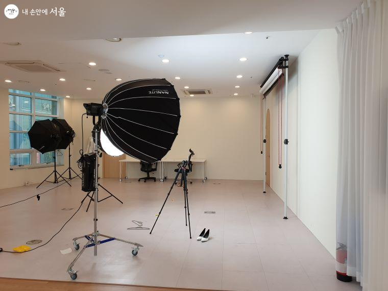 메인 스튜디오. 브이커머스 스튜디오엔 5개의 스튜디오가 있다.