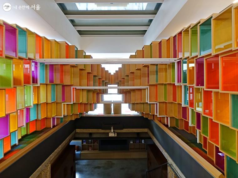 전시실  아래 지하 3층 서가에는  여성사 관련 도서 1만여 권을 비치할 예정이다.ⓒ이선미