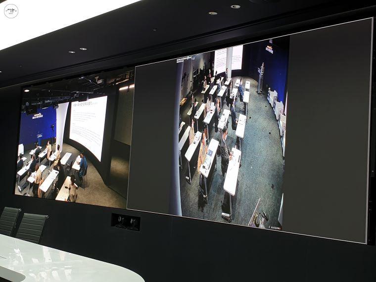 화상 회의실에서도 행사장의 모습을 실시간 시청할 수 있다.