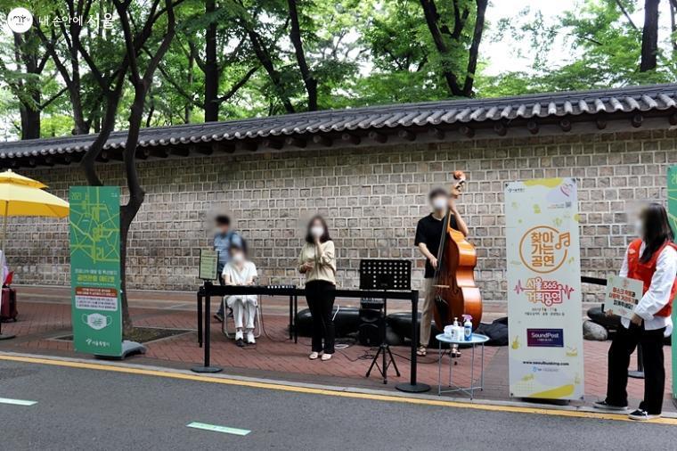 서울365거리공연단의 소규모 거리공연