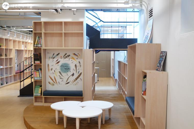 공간 활용도를 높인 도서관 인테리어가 돋보인다.  ⓒ김광균