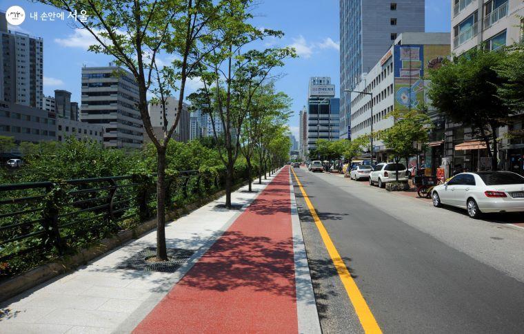 '고산자교→청계광장'의 자전거 전용도로 상행 구간 모습