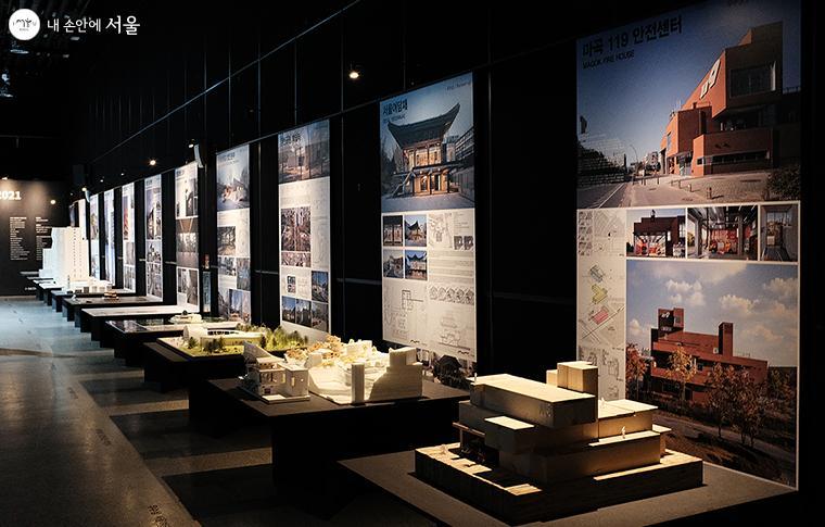 제39회 서울특별시 건축상 우수상 수상작 8작품, 녹색건축상 1작품, 시민공감특별상 3작품이 전시되어 있다 ⓒ김아름
