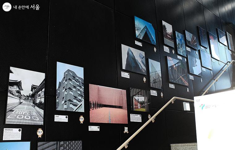 건축문화 활성화 공모사업으로 선정된 중·고등학생 건축사진 공모 수상작 전시 ⓒ김아름
